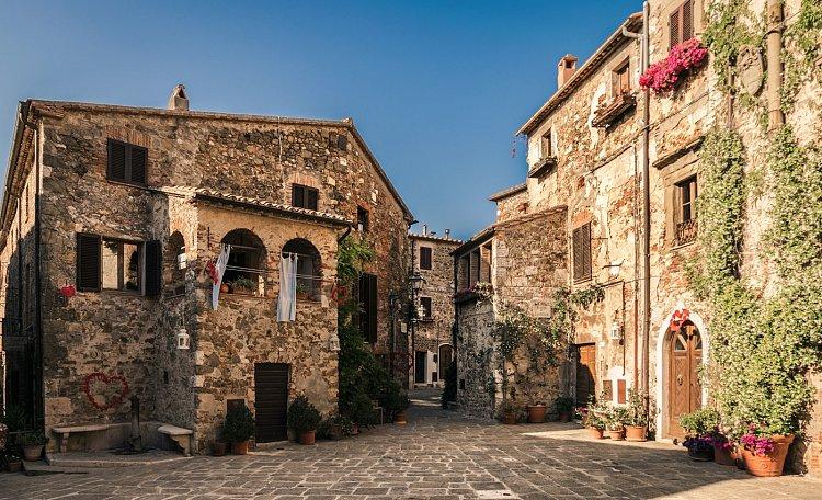 Montemerano, das Dorf Aldobrandesco - Montemerano, das Dorf Aldobrandesco